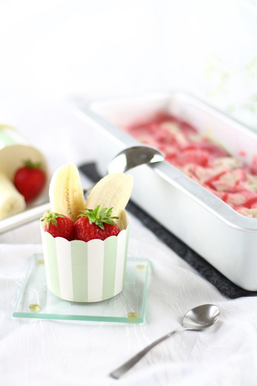 Nicecream - Leckeres Erdbeer-Bananen-Eis ohne Eismaschine