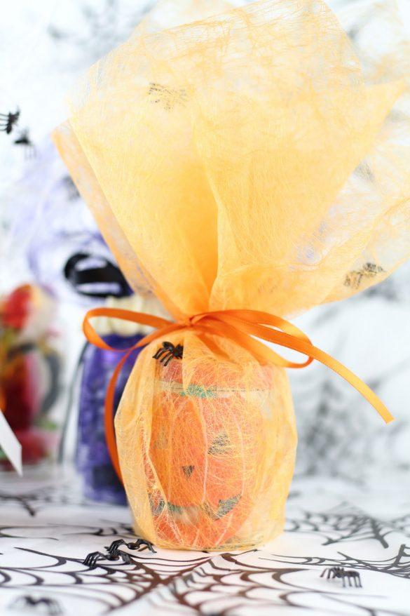 [Anzeige] Halloween Geschenkidee: DIY Süßigkeitengläser selbst gestalten