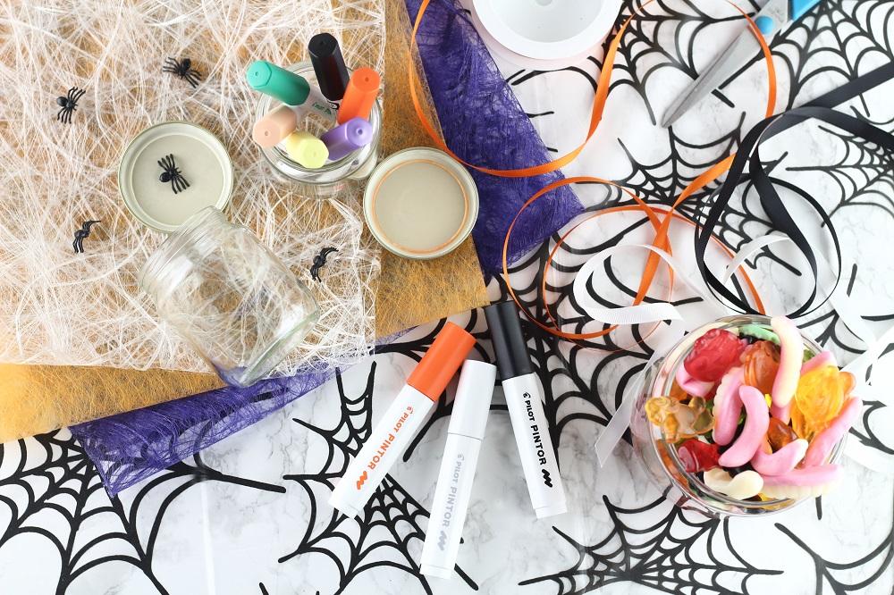 [Anzeige] Materialien für selbstgestaltete Halloween-Süßigkeitengläser