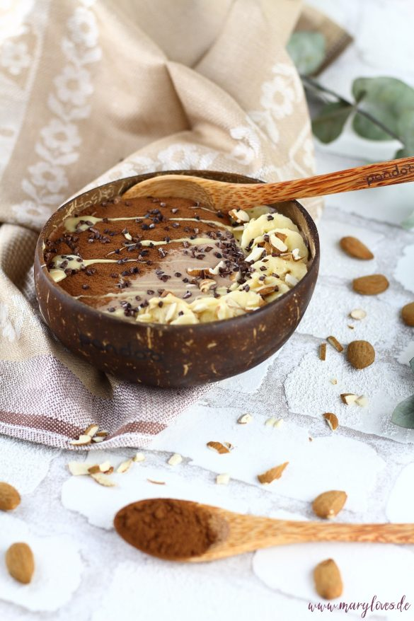 Cremig-leckere Schoko-Mandel Smoothie Bowl