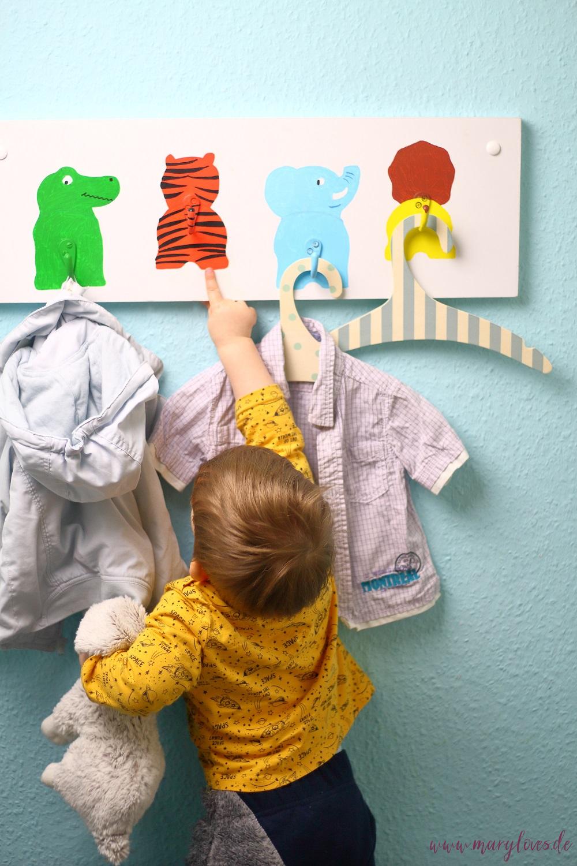 DIY Kindergarderobe mit lustigen Tiermotiven für's Kinderzimmer