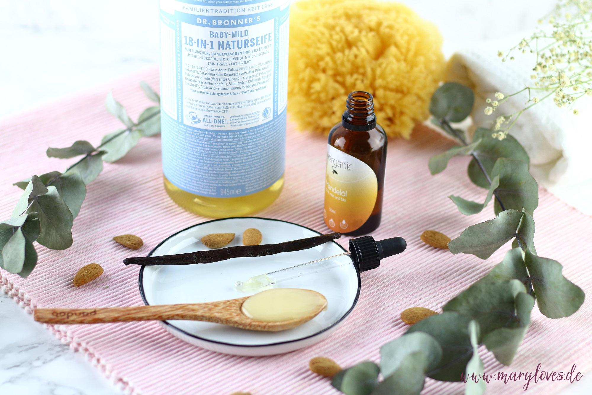 Zutaten für natürlichen Badeschaum mit Honig & Mandelöl