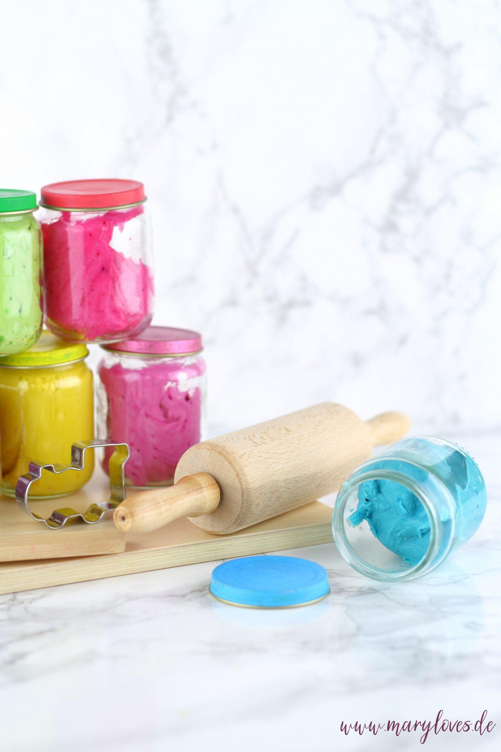 DIY Kinderknete - Ungiftige Knete selber machen