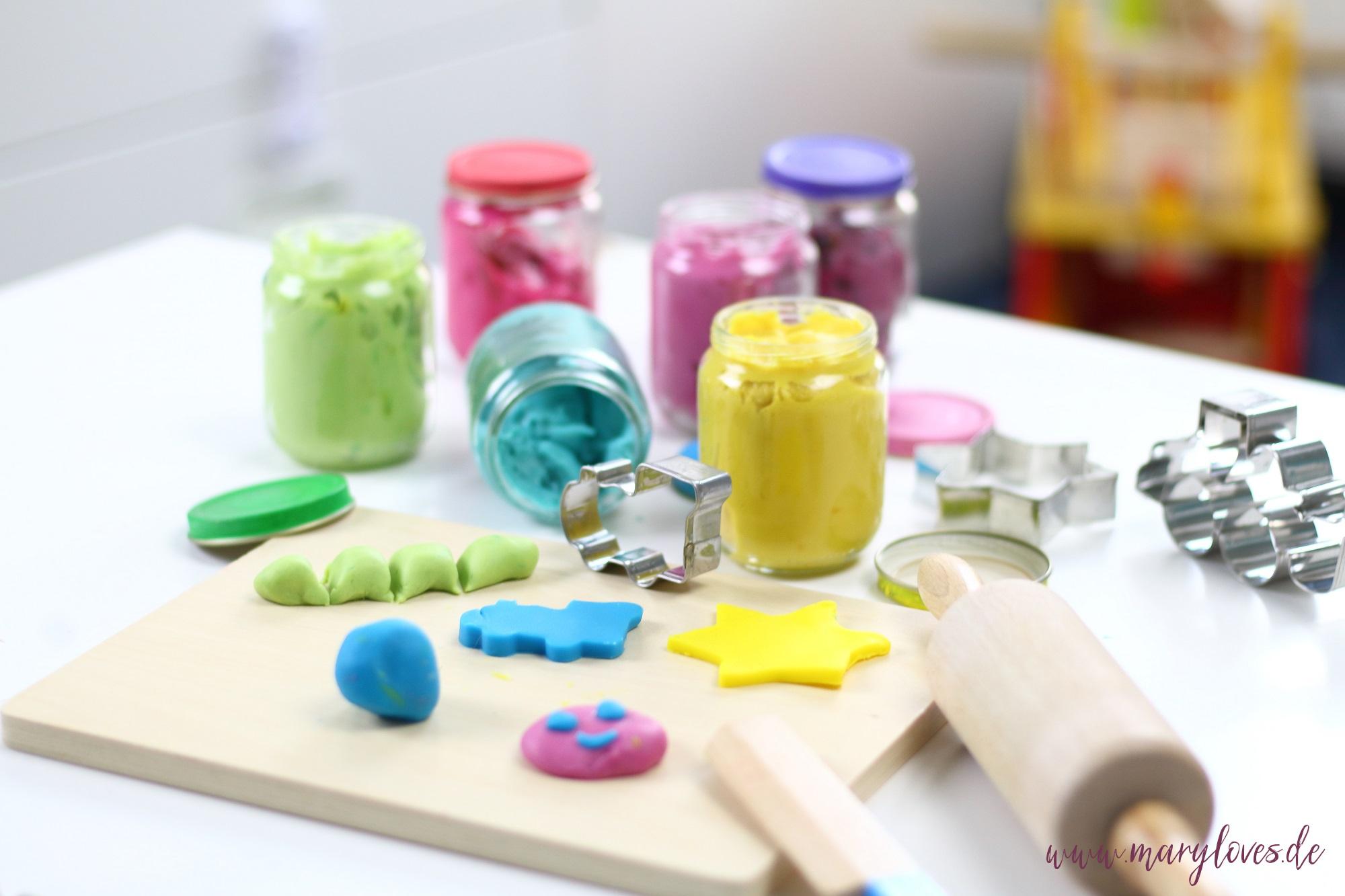 DIY Kinderknete - Ungiftige Knete selber machen - Mary Loves