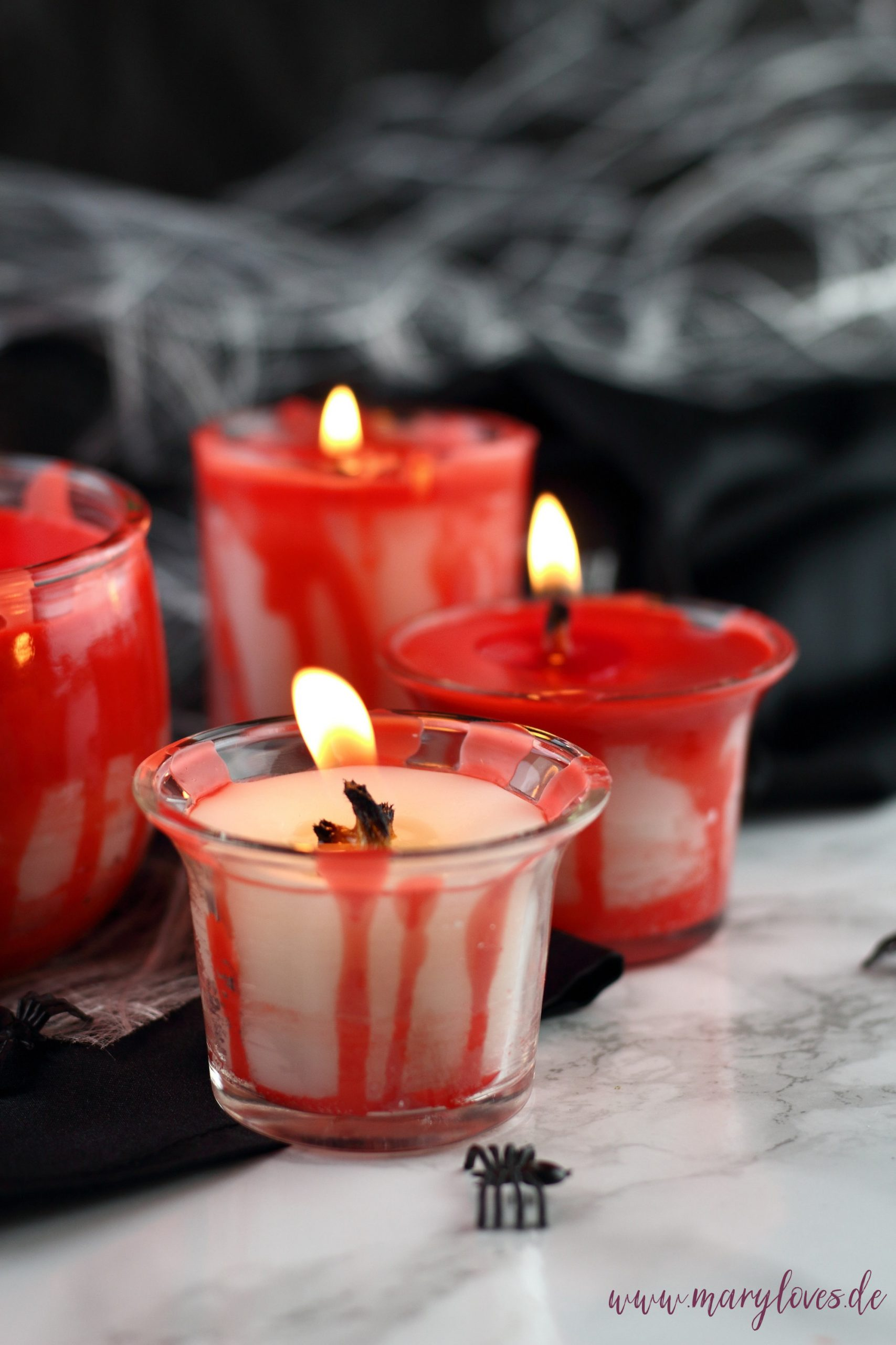 Blutige Halloween-Kerzen im Glas aus Kerzenresten selber machen