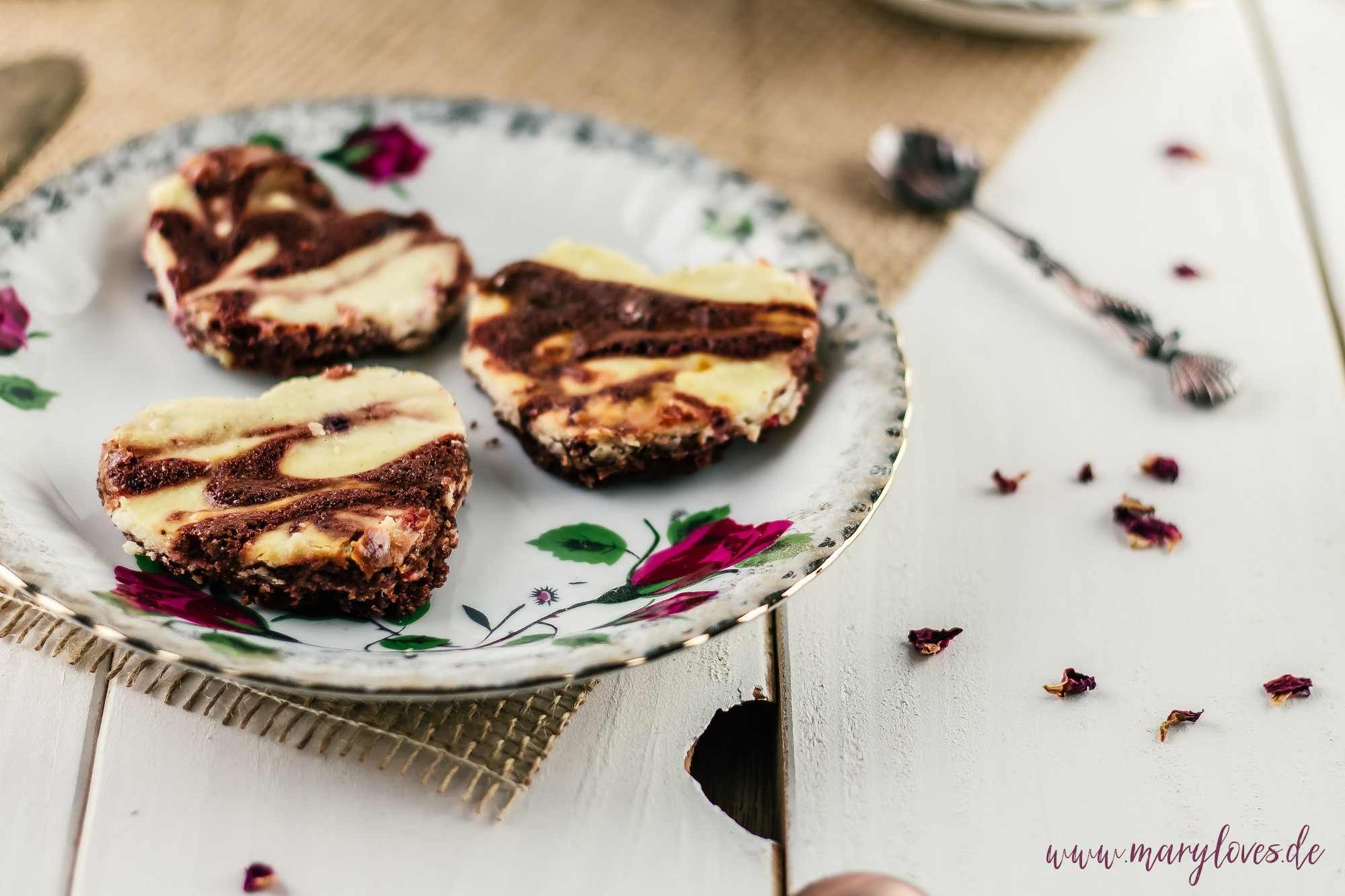 Käsekuchen-Brownies zum Valentinstag oder Muttertag