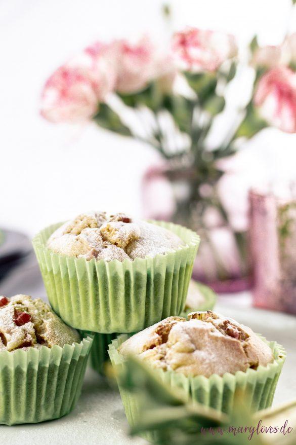 Lecker-leichte Frühlings-Muffins mit Kokos und Rhabarber