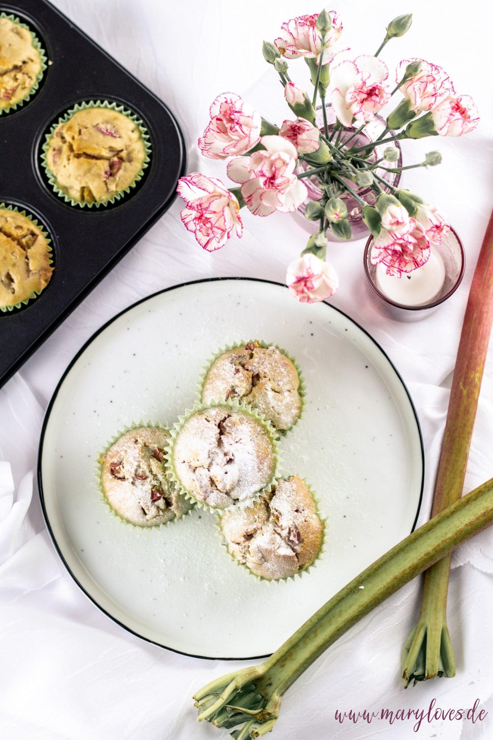 Süße Frühlingssaison mit lecker-leichten Rhabarber-Kokos-Muffins