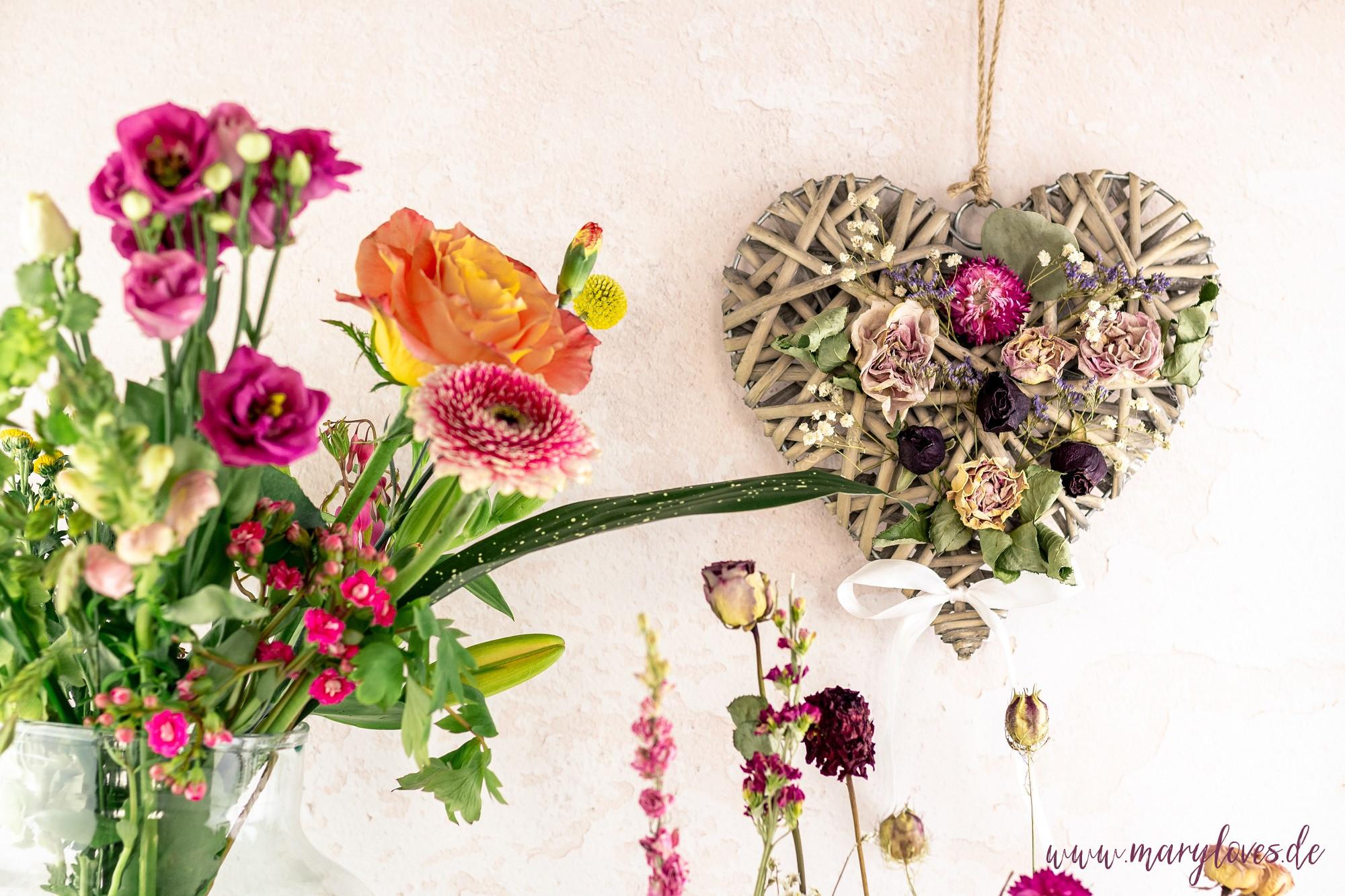 Blumengeschenke zum Muttertag & DIY-Dekoherz mit Blumen - Mary loves