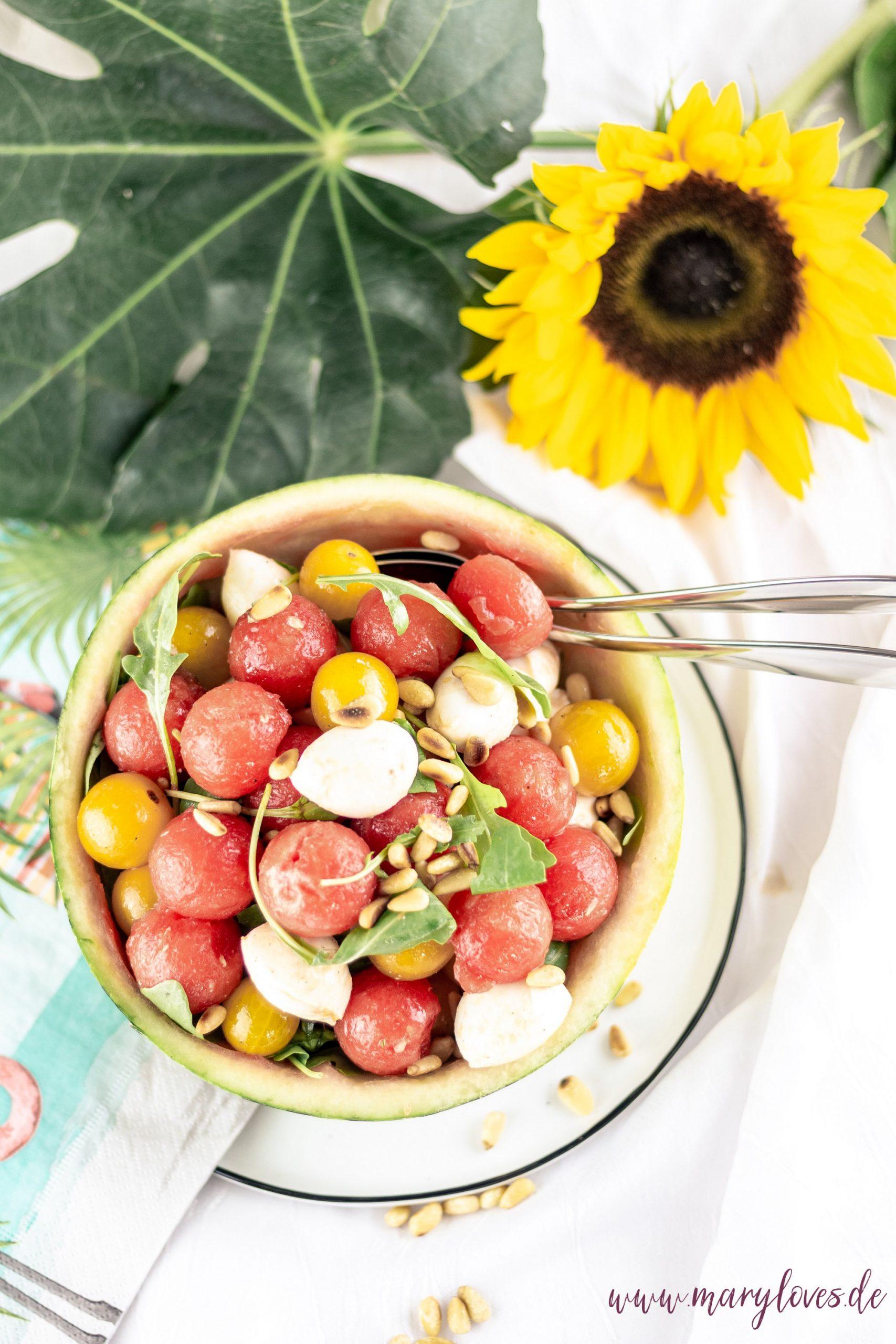 Wassermelonensalat mit Tomaten, Mozzarella und Rucola