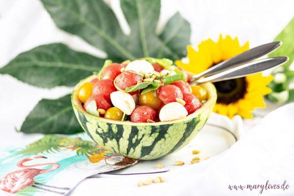 Bunter Sommersalat mit Wassermelone, Tomaten und Mozzarella - #salat #sommersalat #wassermelonensalat #wassermelone