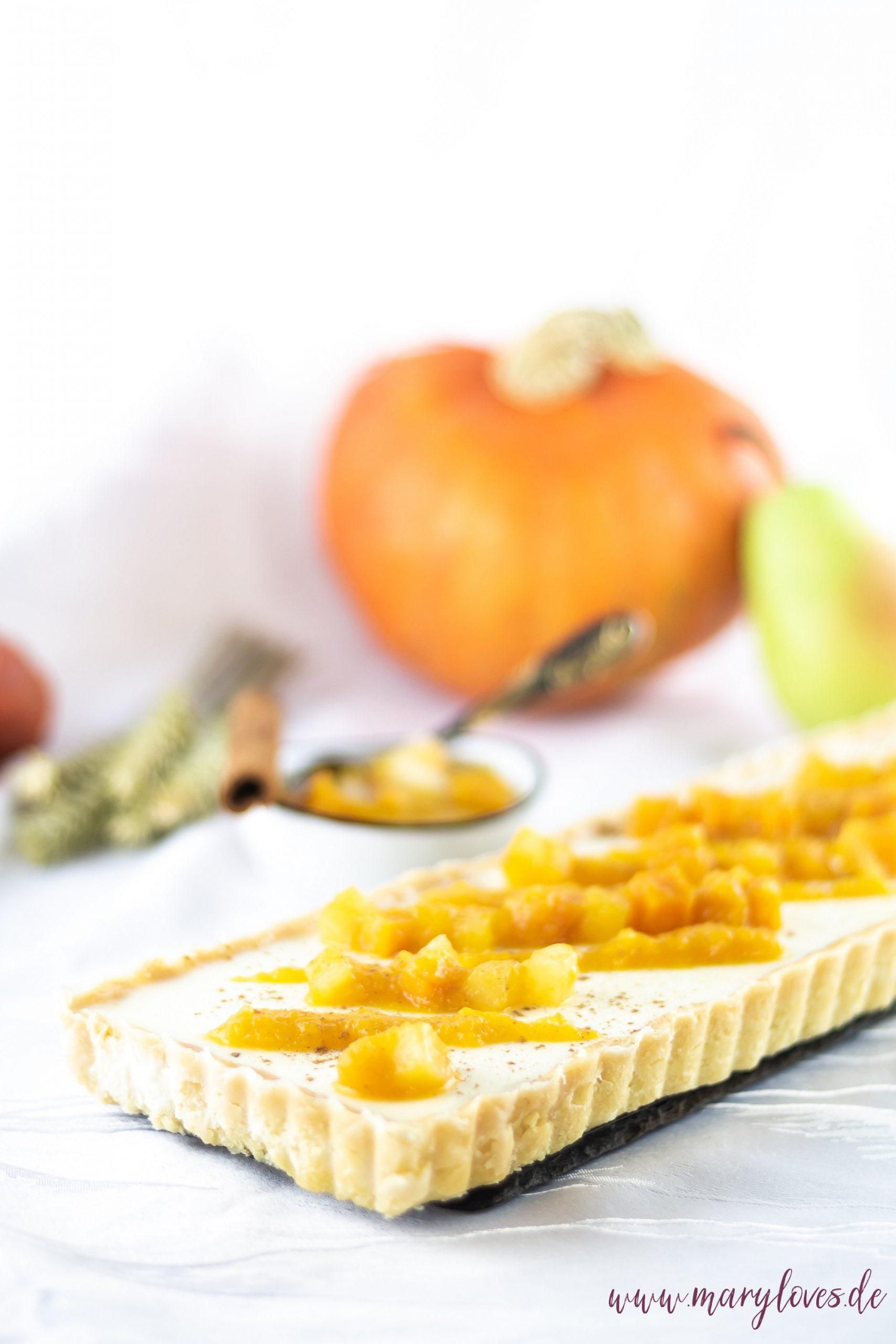 Herbstlicher Kuchen mit Honig-Zimt-Panna Cotta und Kürbis-Birnen-Kompott